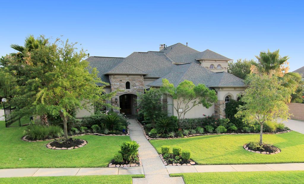 5 landscape renovations help sell home omaha landscaping for Landscape renovations