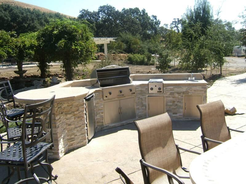 Omaha outdoor living landscaping design arbor hills for Outdoor kitchen omaha